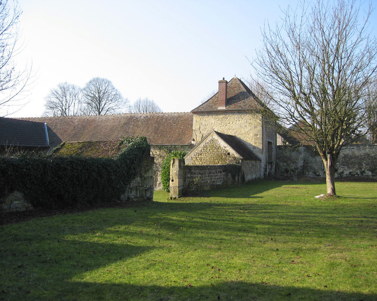 16th Century fortified Farm Renovation, Nesles, France